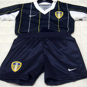 03-04 Leeds United Infant Kit