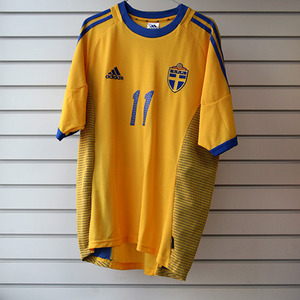 01-03 Sweden Home + 11 LARSSON + 2002 W/C Patch (Size:M)
