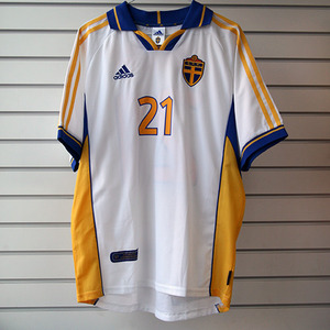 00-02 Sweden Away + 21 LARSSON